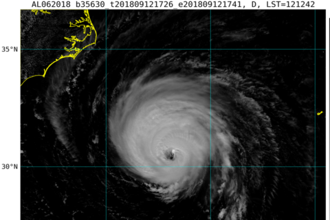 Tajfun Mangkhut osiągnął już maksimum intensywności, huragan Florence słabnie
